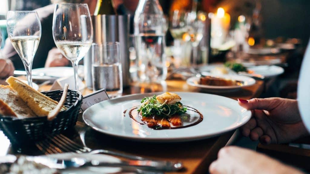 aumentan-las-reservas-de-grupo-en-restaurantes-para-esta-navidad-1920
