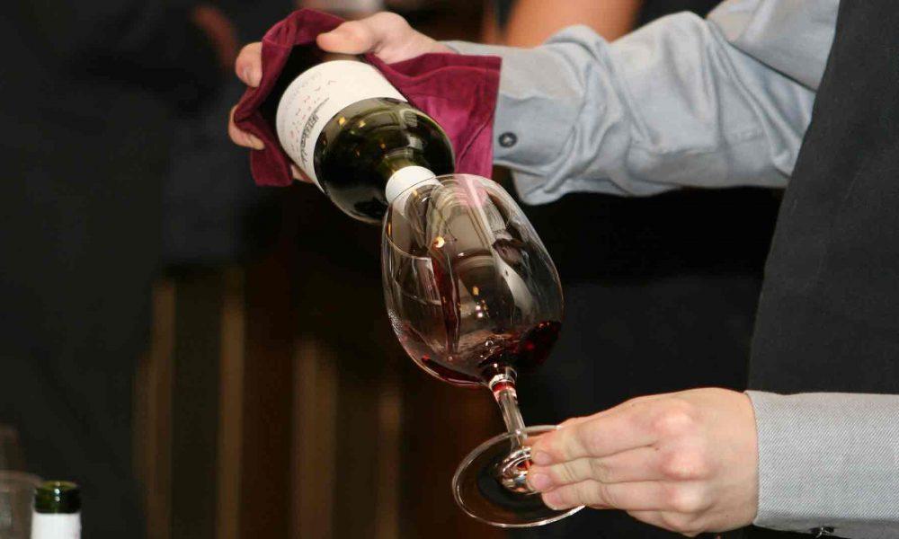 Como-crear-una-completa-y-atractiva-carta-de-vinos-1920